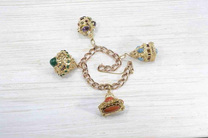 Bracelet breloques pierres fines en or jaune 18k