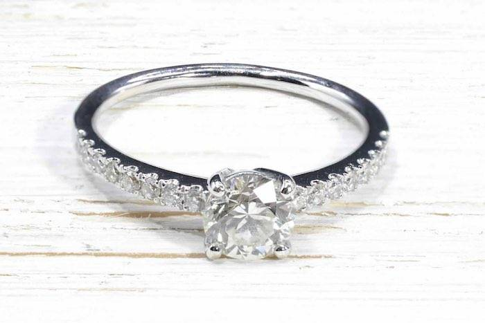 Bague solitaire diamant de 0,80 carat en or 18k