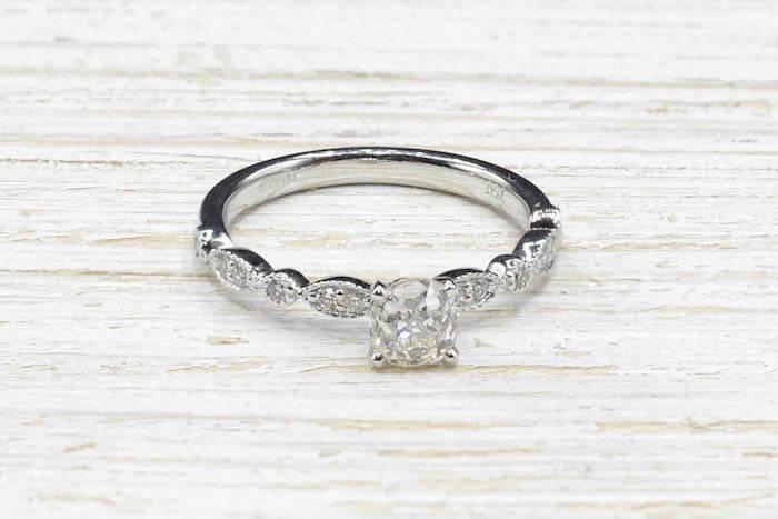 Bague solitaire diamant et or blanc 18k