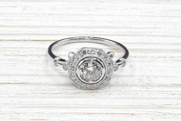 Bague solitaire diamant ancienne en platine