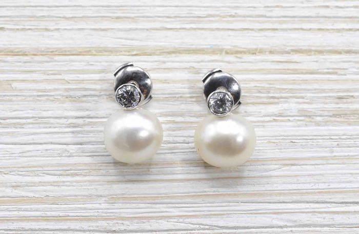 Boucles d'oreilles en or blanc 18k perles et diamants