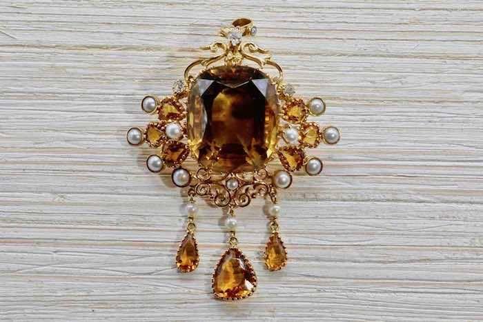 Broche citrine diamants et perles en or jaune 18k