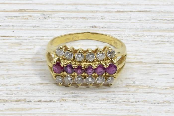 Bague petits rubis et diamants en or jaune 18k