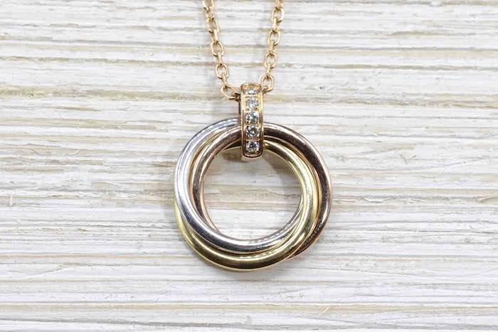 Bague en collier modèle Trinity de Cartier