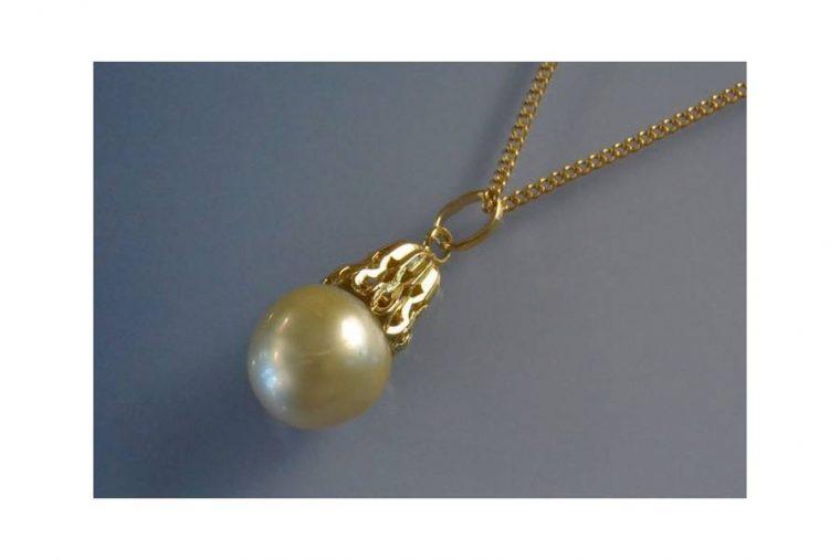 chaîne or avec perle