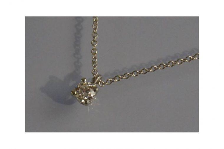 collier avec solitaire diamant