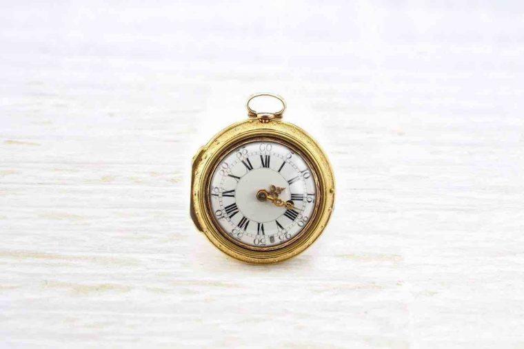 Vieille montre en or