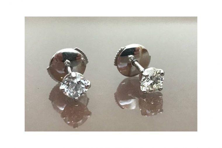 Puce d'oreille avec diamant