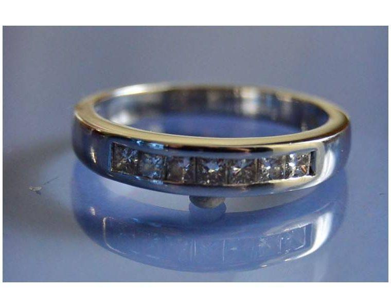 Alliance or blanc et diamant femme