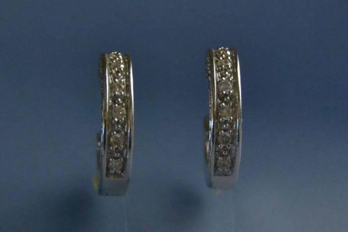 Boucle d oreille creole or blanc et diamants
