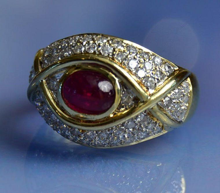 Bague rubis cabochon et diamants en or 18k