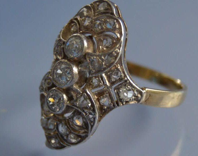 Bague marquise or diamants et roses de diamants sertis sur platine