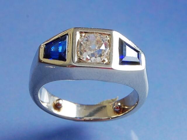 Bague diamant taille ancienne et saphir trapèze