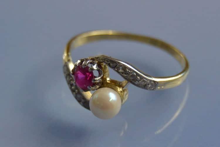 Bague Toi et Moi rubis perle et roses de diamants