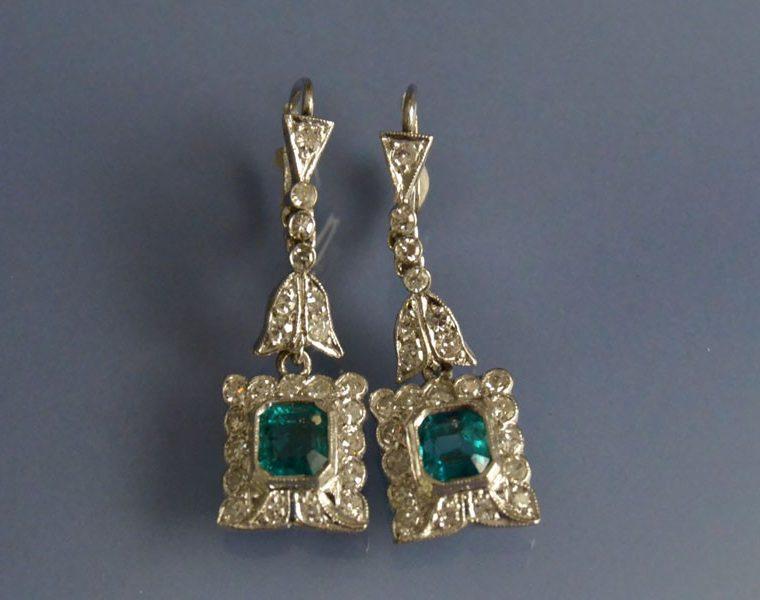 Boucles d'oreilles 1930 émeraudes et diamants